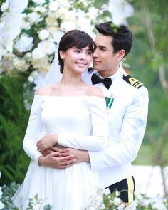 Princess Alice, Thai Drama, Sweet Couple, Drama Movies, Strike A Pose, Best Actor, Gossip Girl, Traditional Dresses, Cute Couples