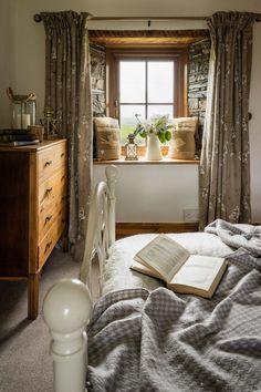 Guest bedroom corner in home of designer Annie Selke | Farmhouse ...