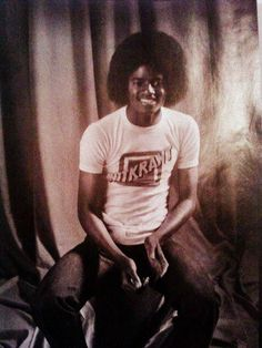 He;s so gorgeous! Michael Jackson - Cuteness in black and white ღ  by ⊰@carlamartinsmj⊱