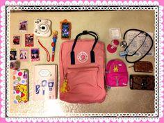 投稿《What's in your Kånken bag ?! 》徵件活動-by 鍾佩蓉  款式: Kånken classic pink-royal 粉紅/皇家藍  說明: Kånken陪我渡過讀護理的辛苦  希望之後能成為一個優秀的護理師  也帶著我的立可拍紀錄生活的點點滴滴