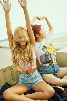 HYOLYN + KISUM (from the Fruity m/v). Unbridled happiness captured in a photo. And a shot of Hyolyn's arm tattoo. Looks fishy to me! I see Kisun took Eric Clapton along for the ride too. Sistar Kpop, Sistar Soyou, Kpop Girl Groups, Korean Girl Groups, Kpop Girls, Divas, Yoon Bora, Wonder Girls Members, Queens