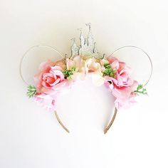 Soft pink roses and hydrangea, shades of mint green and silver ears and castle.