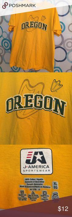 Oregon Ducks t shirt XL Ducks T shirt Medium Tops Tees - Short Sleeve