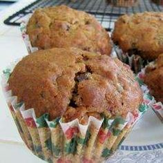 Breakfast And Brunch, Sugarless Fruit Nut Muffins, A Really Delicious Sweet Tasting Muffin With No Added Sugar! Dates, Raisins And Prunes Are Used As Sweetener. Sugar Free Fruit Cake, Sugar Free Muffins, Sugar Free Fruits, Sugar Free Desserts, Applesauce Muffins, Great Recipes, Favorite Recipes, How To Cook Asparagus, Food Fantasy
