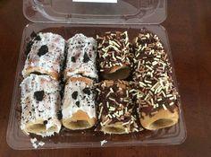 Mini chimney cakes                                                       … Hungarian Recipes, Hungarian Food, Kurtos Kalacs, Crispy Rolls, Chimney Cake, Arabic Food, Bagel, Doughnut, Cravings