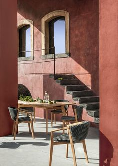 Knit, complete collection of outdoor furniture. Chairs and table in natural teak. Knit, collezione completa di mobili per l'outdoor. Sedie e tavoli in teak naturale. #Ethimo #design #architecture #outdoor #furniture #chair #table #garden #luxury #outdoordesign #ideas #inspiration #style
