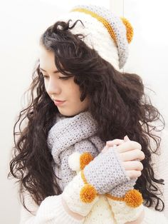 Giveaway post for betsymakes snow dipped scarf, hat and mitts set