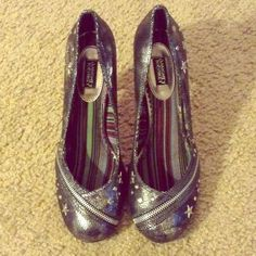 NAUGHTY MONKEY Rockabilly Silver Heels $15 OBO Purchased and never worn out of the house. Color is silver crackle with black underneath. Size runs large, it's marked 9.5 but fits more like 10-10.5. Design include zipper detail and heart and star shaped studs. Very cute. The cone-shaped heel is reminiscent of rockabilly style. Would add a cute bit of flair to high-waisted jeans and cute tank top. NO TRADES, RETURNS, PAYPAL, OR EXCHANGES naughty monkey Shoes Heels