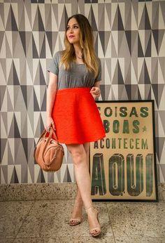 Look by @moda_das_blogueiras with #zara #skirts #topshop #bags #gladiators #alexanderwang #tshirts #schutz #orangeskirts #graytshirts #orangebags.