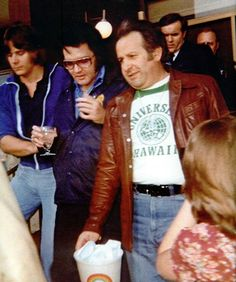 Elvis leaving his hotel in Troy, MI on April 26, 1977. With Joe Esposito and Jerry Schilling......♥