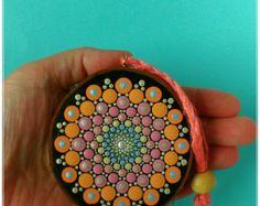 Pintado Mandala de piedra a mano por DigsGroove en Etsy