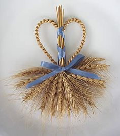 175 best images about Wheat weaving Straw Weaving, Basket Weaving, Handmade Crafts, Diy And Crafts, Arts And Crafts, Corn Husk Wreath, Corn Dolly, Straw Crafts, Thanksgiving Traditions
