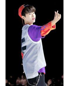 LEE JIN WOO (이진우)さんはInstagramを利用しています:「Jinwoo is such a cutie 😭 He's so adorable uhh. PDX101 RUNWAY 19/03/20 credit:watermark ㅡ #Produce_x101 #프로듀스X101 #Mnet #LeeJinWoo #이진우…」 Jin, Cute Cat Wallpaper, Produce 101, Kpop Boy, Boyfriend Material, K Idols, Cute Boys, Boy Bands, Boy Groups