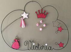 Réalisation d'un prénom en fil d'aluminium avec princesse, étoiles très originale pour décorer la chambre de votre enfant dimensions : largeur 51 X hauteur 36 Personnalisat - 16196468