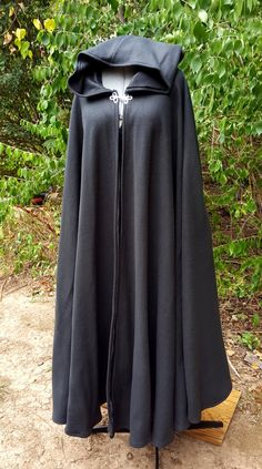 Black Long Cloak - Full Circle Fleece Medieval Renaissance Hooded Cloak - Costume Cape with Hood Medieval Cloak, Medieval Clothing, Medieval Outfits, Hooded Cloak Pattern, Fantasy Gowns, Cool Outfits, Fashion Outfits, Abaya Fashion, Looks Cool