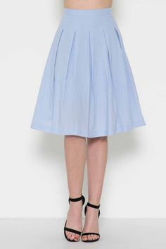 Linen skirt with midi length and box pleats.