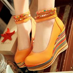 Cute wedges for the summer :) Pretty Shoes, Cute Shoes, Me Too Shoes, Fashion Slippers, Fashion Shoes, Wedge Shoes, Shoes Sandals, Baskets, Wedding Shoes Bride