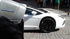 Ja! Es ist ein Lamborghini. Die Söhne sind nur etwas unterschiedlich geraten. http://www.autorevue.at/motorblog/zahlbares.html