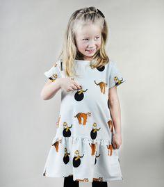 Süßes Kleid mit kleinen Tigern als perfektes Sonntagsoutfit / cute dress with little tigers by Samodobro via DaWanda.com