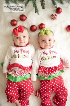 Baby Christmas Photoshoot, Christmas Baby, Baby Twins, Twin Babies, Monthly Baby Photos, Photo Baby, Twin Girls, Baby Month By Month, Photoshoot Ideas