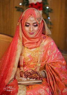pictures of muslim wedding dresses Bridal Hijab Styles, Bridal Mehndi Dresses, Pakistani Bridal Dresses, Bridal Outfits, Pakistani Outfits, Muslimah Wedding Dress, Muslim Wedding Dresses, Muslim Brides, Wedding Dresses For Girls