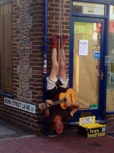 This upside-down busker. | 29 Things That Could Only Ever Happen In Brighton