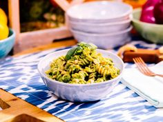 Food network recipes 552394710547033030 - Get Whole Wheat Fusilli with Kale and Walnut Pesto Pasta Recipe from Food Network Source by miriamdupreez Fusilli, Pasta Dishes, Food Dishes, Main Dishes, Pasta Food, Vegetarian Recipes, Healthy Recipes, Vegetarian Dish, Weeknight Recipes