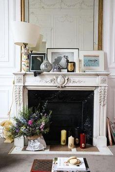 Behind the Scenes of Sotheby's' Sale NOW Salon Hôtel particulier Coulisses vente NOW Sotheby's Paris Fireplace Bookshelves, Fireplace Built Ins, Fireplace Design, Fireplace Console, White Fireplace, Living Room Modern, Home Living Room, Living Room Furniture, Living Room Decor