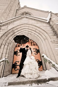 Winter may be the least popular wedding season, but these incredible photos may change your mind. From gorgeous snow-covered photos to incredible transportation ideas to the chicest fashion options, there's nothing quite like a winter wedding. Perfect Wedding, Dream Wedding, Wedding Day, Snowy Wedding, Wedding Shot, Wedding Beauty, Wedding Photoshoot, Christmas Wedding, Photoshoot Ideas
