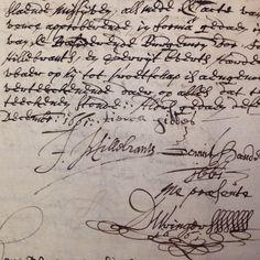 In het midden de handtekening van Tjerk Hiddes de Vries: tierck hiddes, 9 december 1661 in de vroedschap gekomen Gemeentearchief Harlingen, Oud Archief Harlingen, Resoluties van de Magistraat 1661, invnr 16, folio 25v.