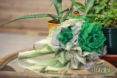 Ramo de Novia de Tela en verde hierba , verde pálido y negro. Original,divertido y 100% confeccionado a mano.