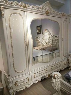 Painted Bedroom Furniture, Home Decor Furniture, Home Decor Bedroom, Estudio Makeup, Traditional Dining Rooms, Luxury Bedroom Design, Luxury Dining Room, New Home Construction, Shabby Chic Bedrooms