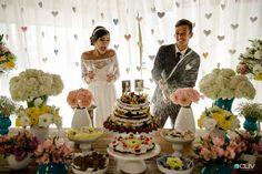 Mesa do bolo de casamento vintage DIY