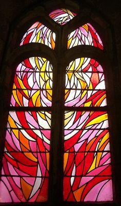 Jean Bazaine, Madeleine transfigurée, vitrail nord de la Chapelle de la Madeleine à Penmarc'h, 1981.