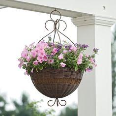 Hängepflanzen in Blumenampeln deko korb balkon veranda