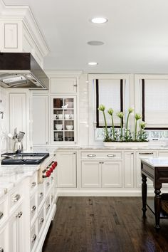 House of L | Transitional White Kitchen