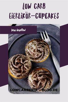 Frische Cupcakes direkt zu dir nach Hause! Hier ist er wieder, unser Saisonspecial: LowCarb Eierlikörcupcake ohne Zucker und ohne Mehl! LowCarb & Keto geeigenet. Es ist ein lockeres Vanilletörtchen getränkt mit Eierlikör und mit einer Eierlikörbuttercreme gekrönt! Im Kühlschrank sind sie 4 Tage haltbar, können aber auch super eingefroren werden. #lowcarbcupcake #cupcakes #eierlikörcupcakes Jetzt bestellen! Low Carb Cupcakes, Low Carb Desserts, Low Carb Restaurants, Low Carb Backen, Super, Muffins, Keto, Breakfast, Easy