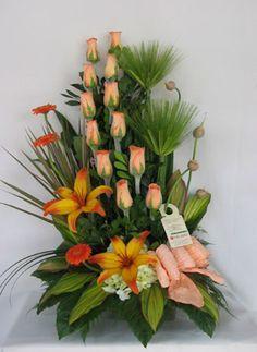 arreglos de flores sencillos - Buscar con Google Unique Flower Arrangements, Unique Flowers, Exotic Flowers, Tropical Flowers, Flower Vases, Beautiful Flowers, Church Flowers, Funeral Flowers, Modern Floral Design