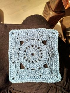 Blauwe granny. De eerste van een fantástische deken! 😌