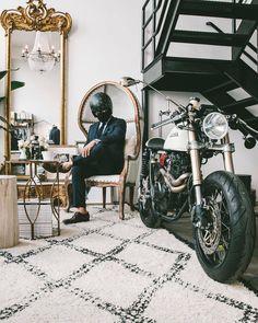 #thesuitedracer #2wheels #motorcycle #menstoys #motorbike #instamoto #bikestagram #caferacer #classicbike #hondacaferacer #hondacb