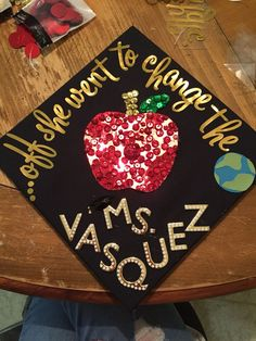 41 Ways to Customize Your Graduation Cap - My best education list Teacher Graduation Cap, Graduation Cap Designs, Graduation Cap Decoration, Grad Cap, College Graduation, Graduation Ideas, Graduation 2015, Graduation Quotes, Graduation Announcements