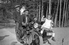 Méray Motorkerékpárgyár Rt. oldalkocsis motorkerékpárja. Vintage Motorcycles, Historical Photos, Culture, Black And White, Film, American, Budapest, 1930s, Childhood