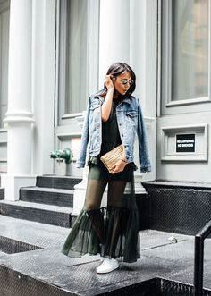 We found the 25 best street-style-approved ways to wear a denim jacket this season. Here's how to style the closet staple. How To Wear Denim Jacket, Looks Style, My Style, Funky Style, Maxi Skirt Style, Maxi Skirts, Street Style 2016, Lookbook, Casual Summer Outfits