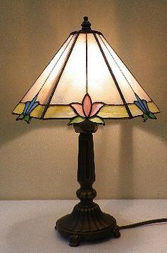 30100 ステンドグラスのランプ