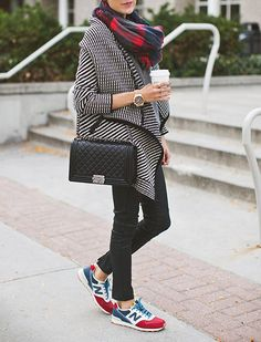 The Dos and Don'ts of Wearing an Infinity Scarf via @PureWow