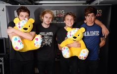 Awwww Luke and ash look so cuddly and then calum and Michael are trying so hard to b punk rock when really they all wanna cuddle