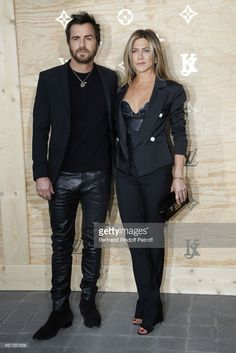 Actor Justin Theroux and Actress Jennifer Aniston attend the 'LVxKOONS' exhibition (Louis Vuitton and Jeff Koons Collaboration) at Musee du Louvre on April 11, 2017 in Paris, France.  (Photo by Bertrand Rindoff Petroff/Getty Images)