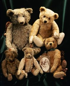 "Teddy bears enjoy a picnic along with the best of us. Do you know the ""Teddy Bear Picnic"" song? Come sing and nibble and chat about all things teddy bear. Old Teddy Bears, Steiff Teddy Bear, Antique Teddy Bears, My Teddy Bear, Charlie Bears, Love Bear, Bear Doll, Cute Bears, Baby Bears"