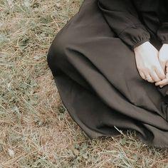 Niqab Fashion, Street Hijab Fashion, Muslim Fashion, Hijab Niqab, Mode Hijab, Hijabi Girl, Girl Hijab, Black Hijab, Hijab Cartoon