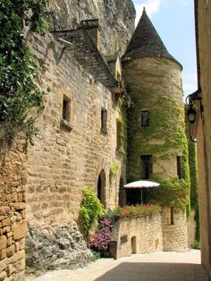 """La Roque Gageac - Périgord, Dordogne - """"Les Plus Beaux Villages de France"""" label Aquitaine, The Places Youll Go, Places To Go, Saint Junien, Beautiful World, Beautiful Places, Travel Around The World, Around The Worlds, La Roque Gageac"""